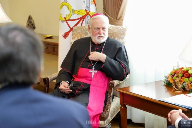 Пол Галлахер в МИД Армении