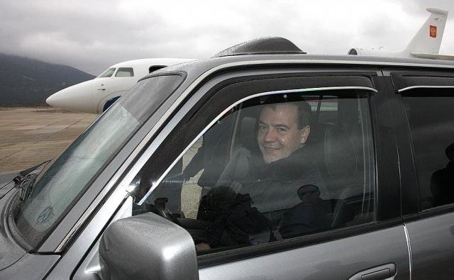 Дмитрий Медведев на острове Кунашир в 2010 году