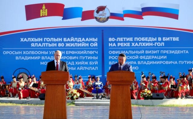 Приздничные мероприятия по случаю 80-летия победы на Халхин-Голе. Владимир Путин с президентом Монголии Халтмагийн Баттулгой