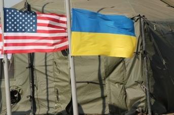 Флаги США и Украины (сс) Ministry of Defense of Ukraine