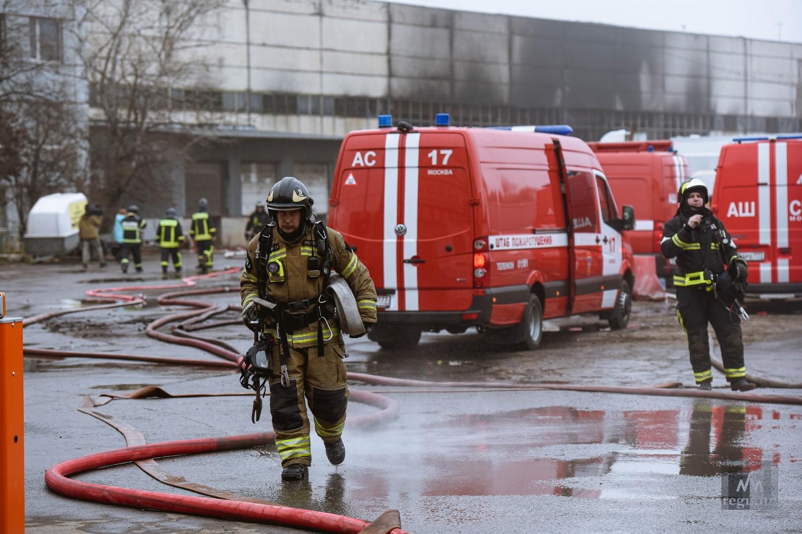 Тушение пожара в промышленной зоне в районе Строгино