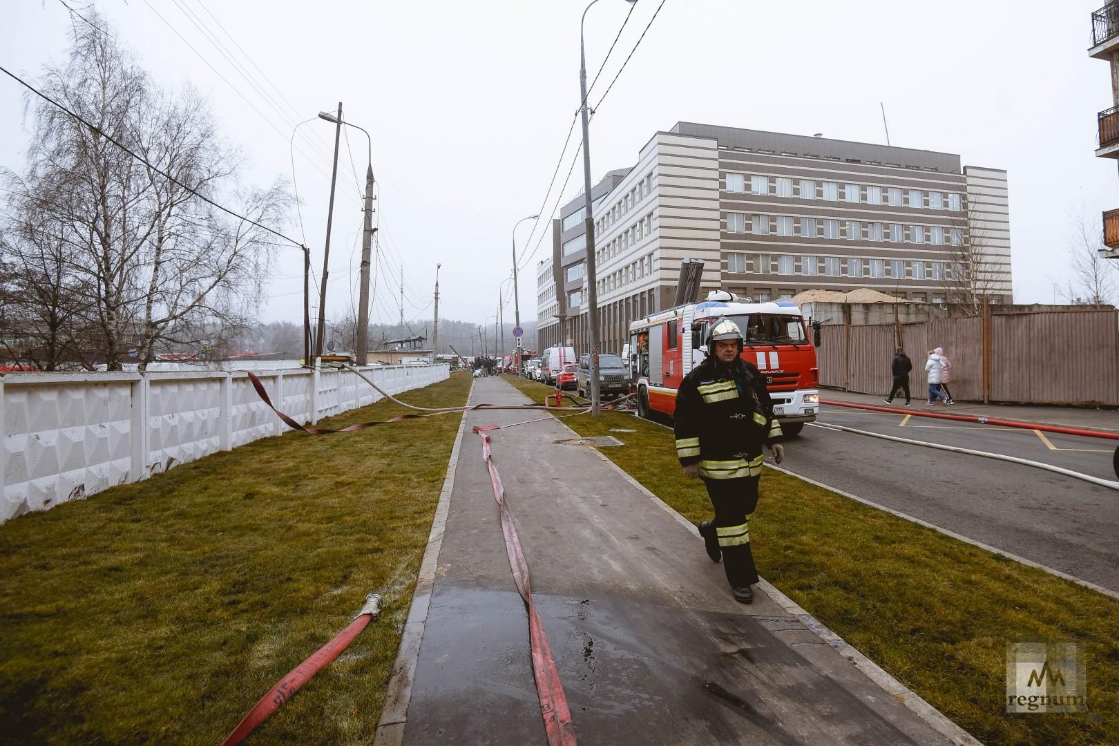 Пожарная техника на перекрытой улице