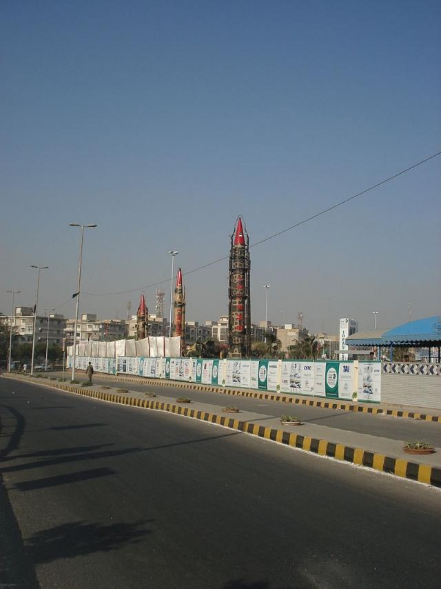 Пакистан продемонстрировал свои ядерные ракеты в Карачи на выставке IDEAS 2008