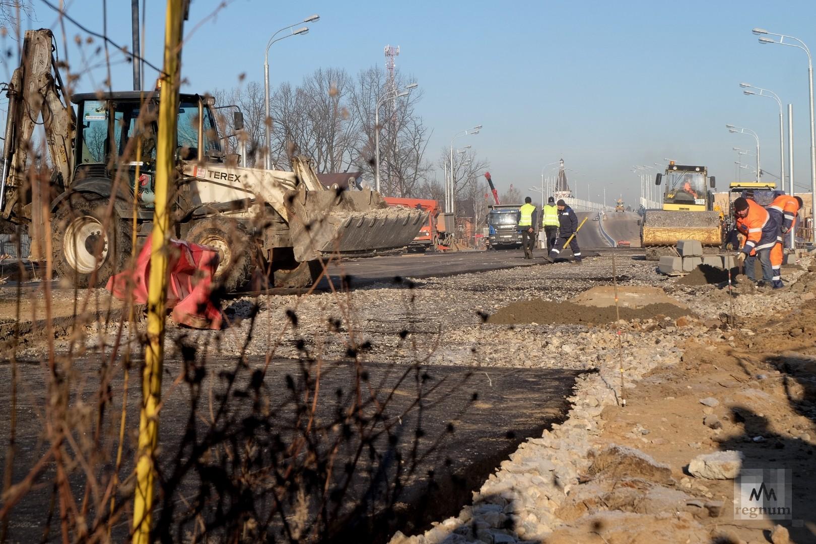 Дорожные работы с южной строны эстакады