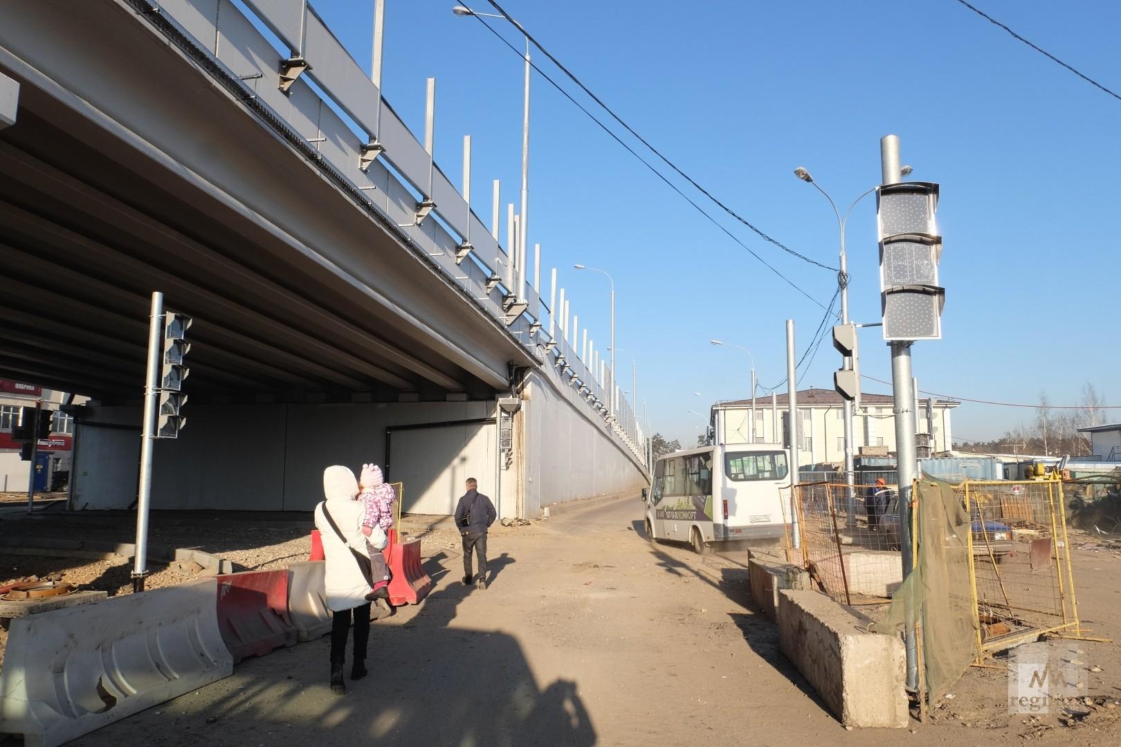 Салтыковская эстакда и новые светофоры у северной стороны