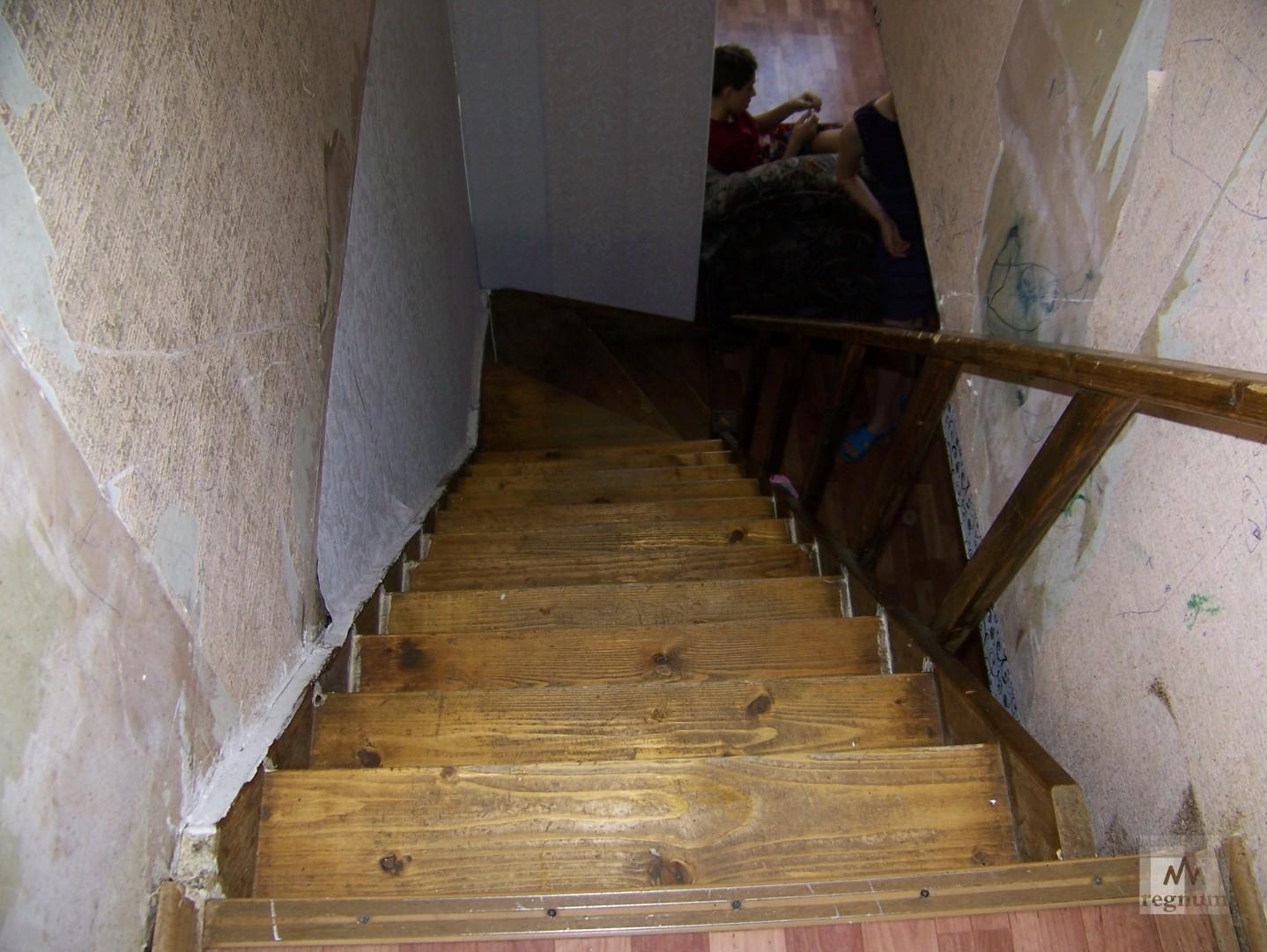 Да как выглядит лестница в двухуровневой квартире на улица Спекова