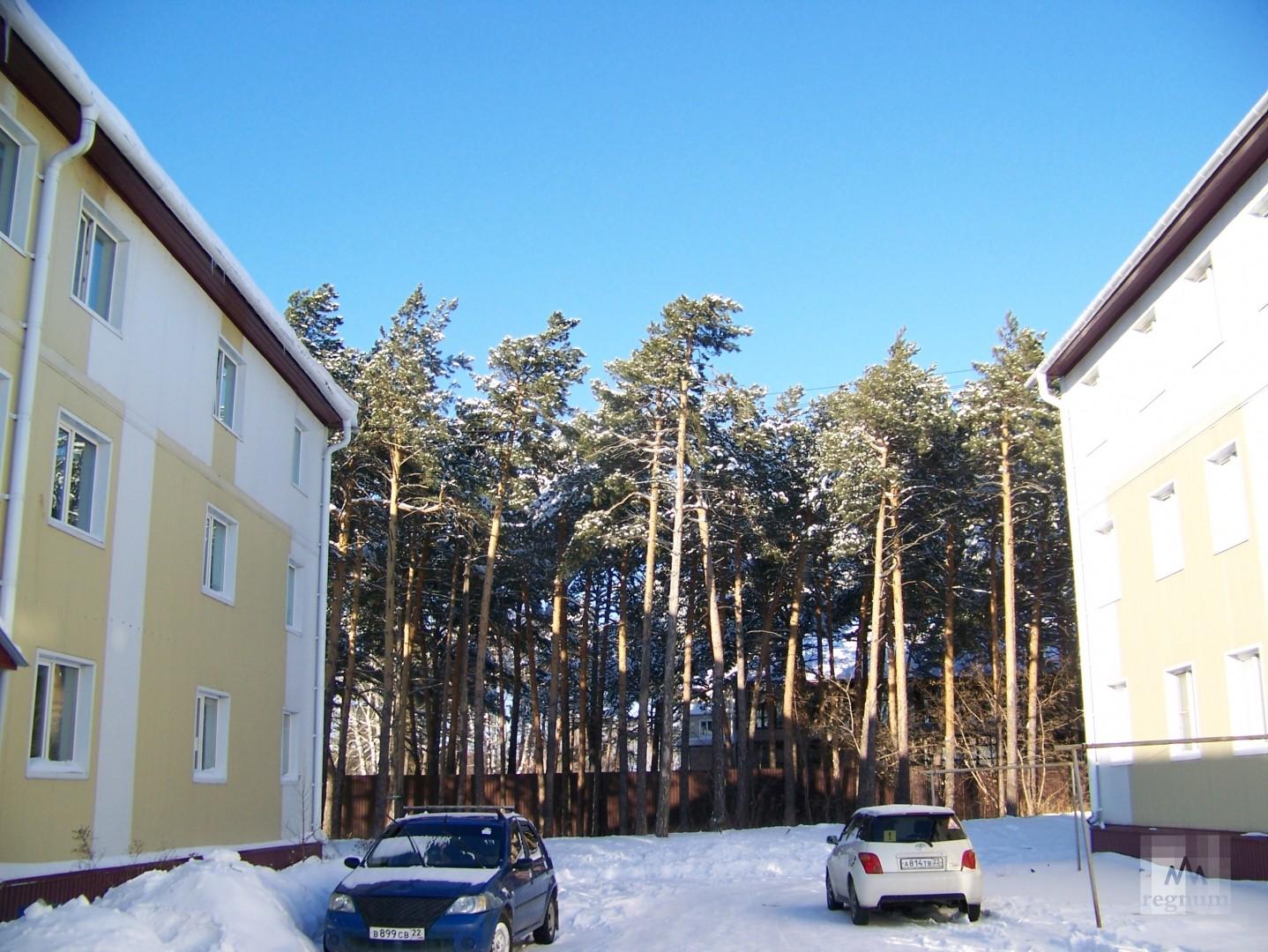Дома-призраки на улице Спекова: по документам они значится как место для гаражей
