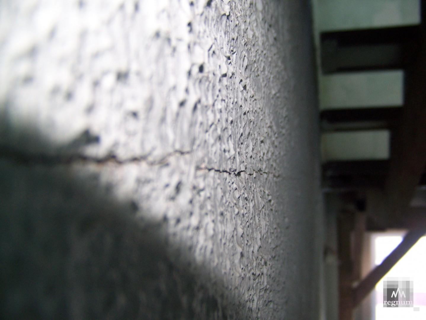 Трещины в доме на улице Спекова