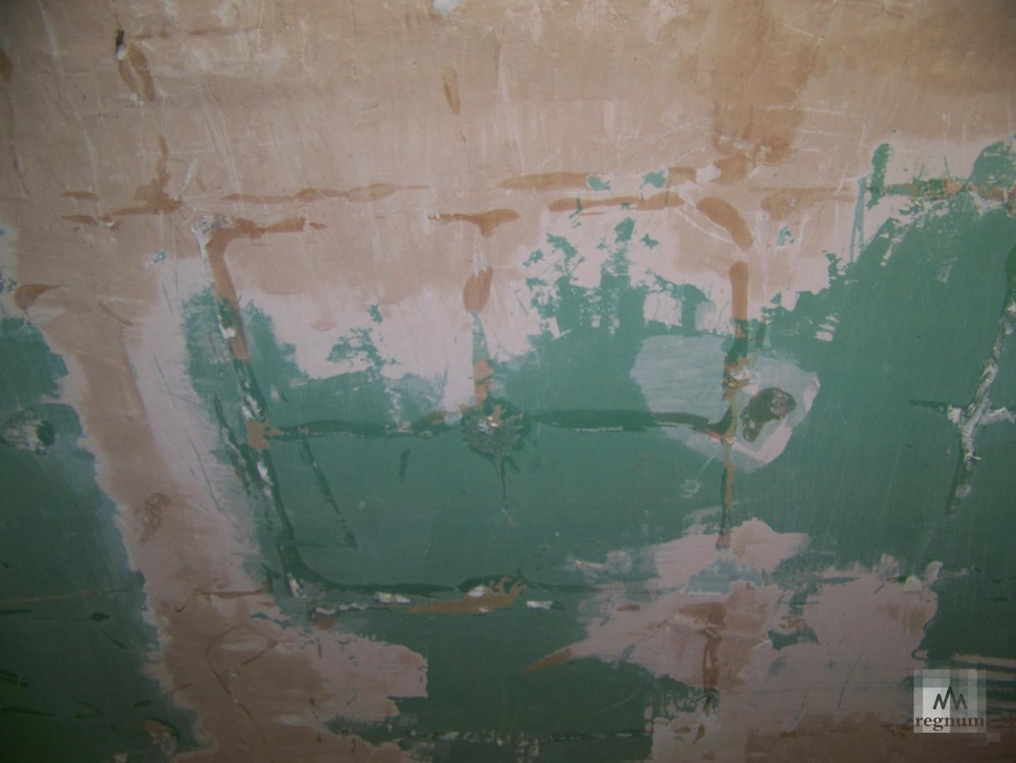 Как выглядит потолок над ванной, который уже обрушился на улице Спекова в Бийске