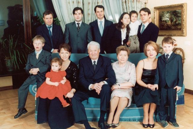 Ельцин с семьей