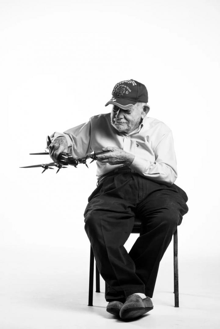 Джо Валдеспино — старший сержант, оператор нижней турели «летающей крепости» B-17 Время службы: сентябрь 1942 – октябрь1945 г.Чалстон, штат Южная Каролина, США