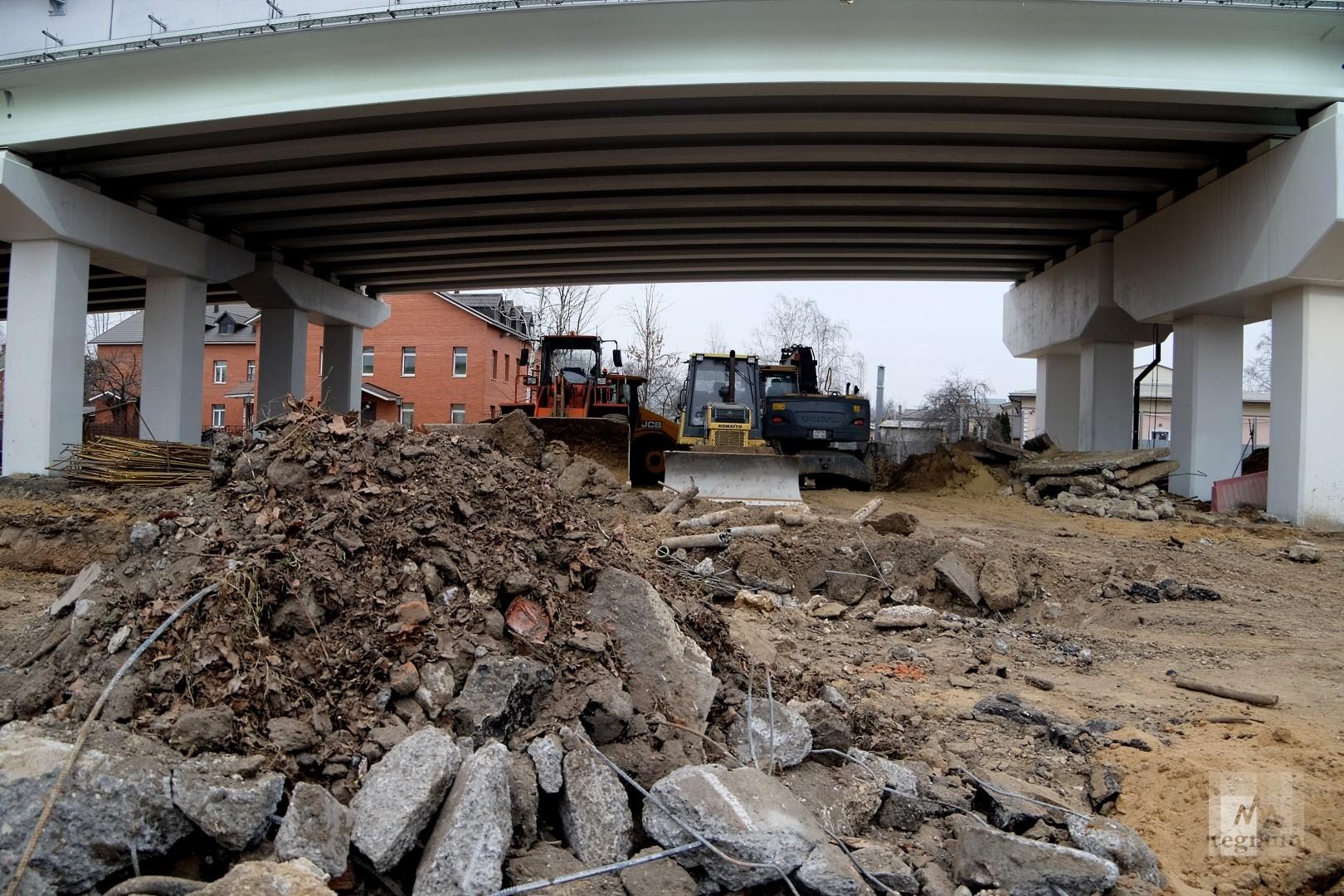 Салтыковская эстакада в день открытия. Техника и строительный мусор