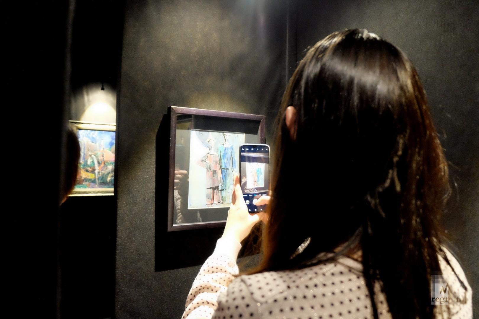 На выставке можно фотографировать картины