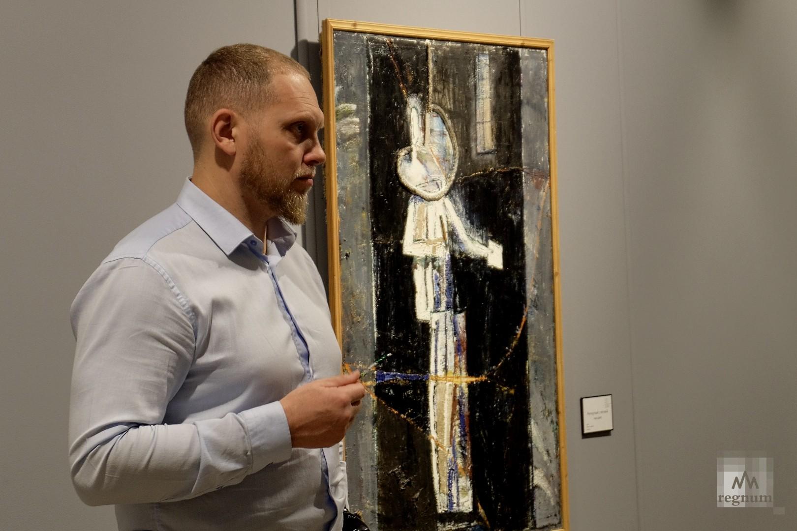 Посетители выставки у картины «Репортаж с петлей на шее»