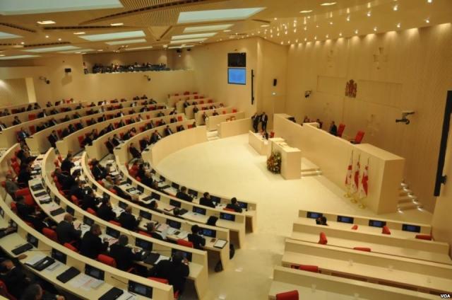 Зал заседаний в парламенте Грузии. Тбилиси