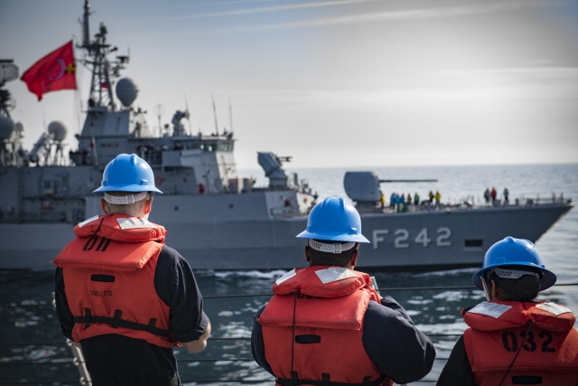 Корабль турецких ВМС в Средиземном море