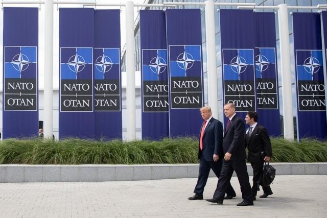 Дональд Трамп и Реджеп Эрдоган на саммите стран блока НАТО