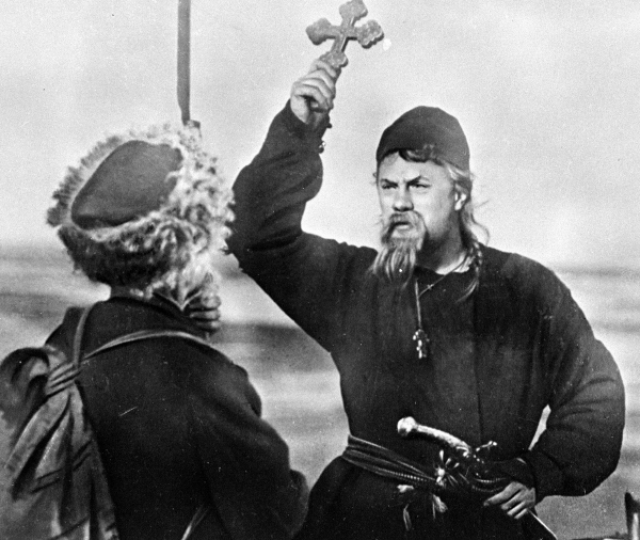 Михаил Жаров в роли дьяка Гаврило
