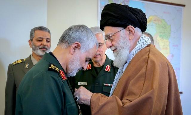 Касем Сулеймани и Али Хаменеи.