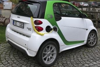 Чтобы перейти на электромобили, нужна нефть не ниже 300 долларов за баррель