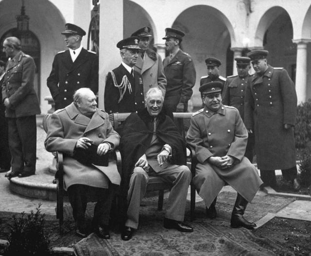 «Большая тройка» на Ялтинской конференции. Уинстон Черчилль, Франклин Рузвельт и Иосиф Сталин. 1945