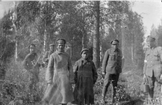 Два пленных большевика, отец и сын