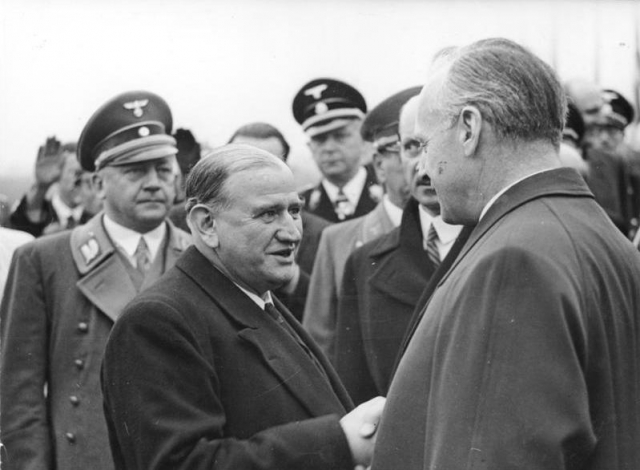 Эдуард Даладье (в центре) с Иоахимом фон Риббентропом на встрече в Мюнхене. 1938