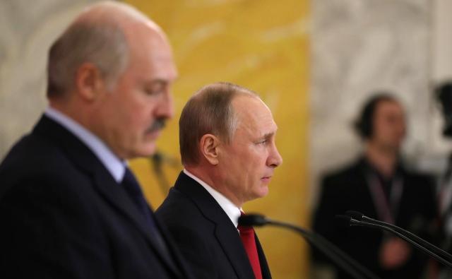 Владимир Путин и Александр Лукашенко на встрече 3 апреля 2017 в Санкт-Петербурге