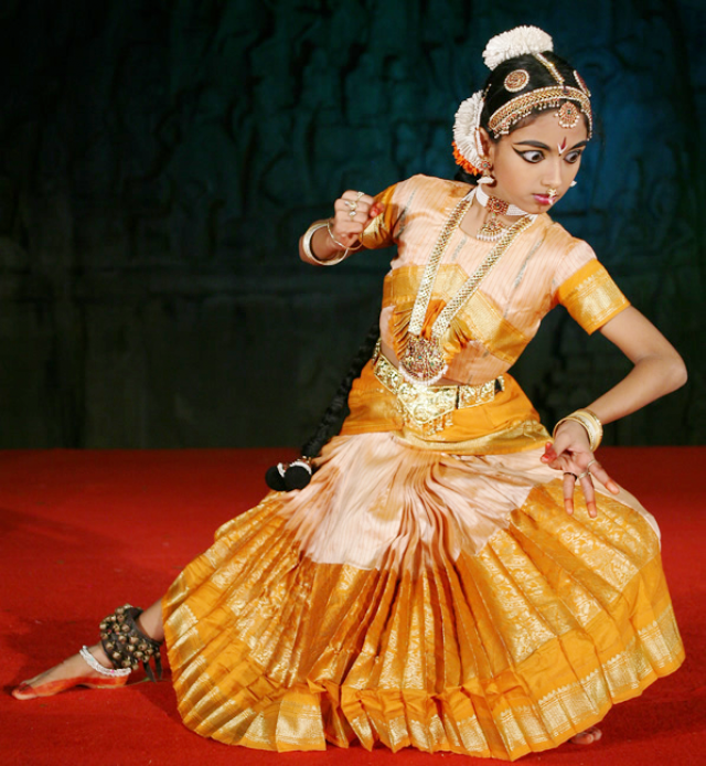Изображение Дурги в танце