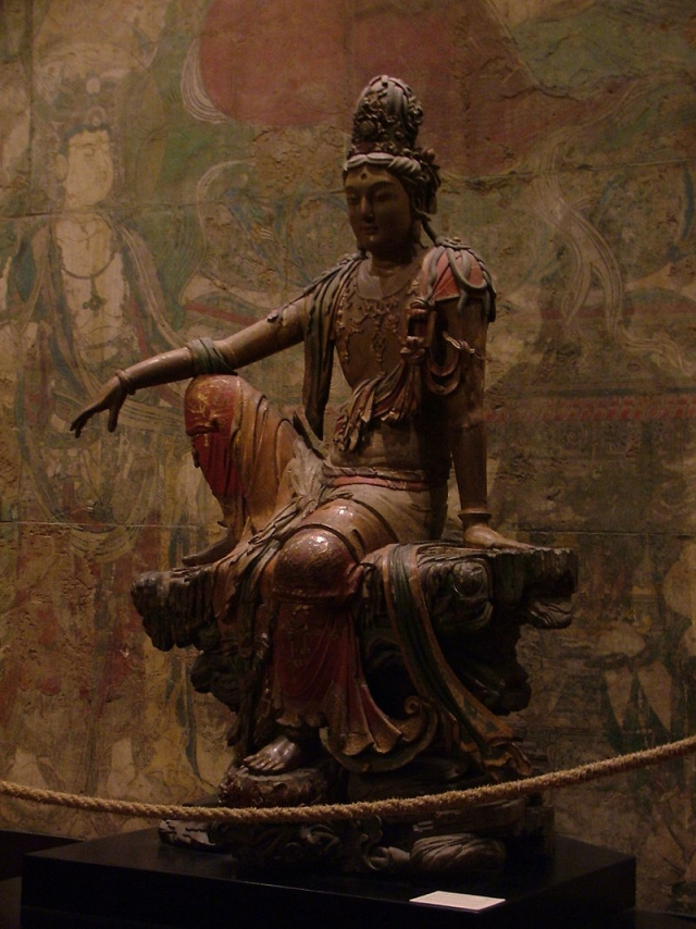 Статуя Гуаньинь эпохи Ляо (907—1125) из Шэньси. (Китайская ипостась Авалокитешвары)