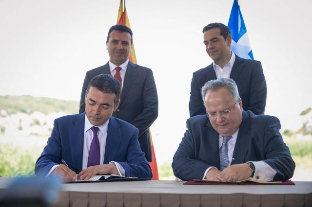 Министры иностранных дел Греции и Северной Македонии подписывают Преспанское соглашение о новом конституционном названии Македонии. 17 июня 2018 года