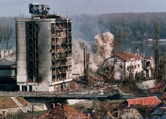 НАТО бомбит Югославию. 1999