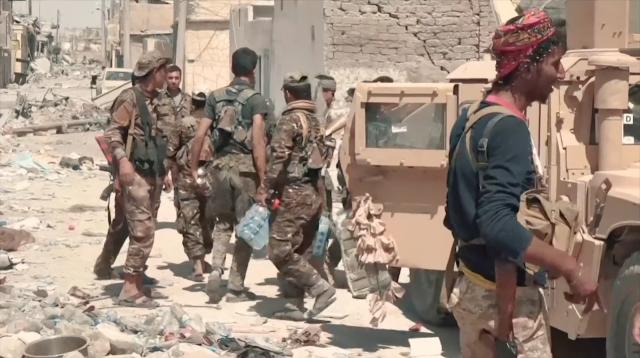 Бойцы SDF в центре города Ракка. Сирия