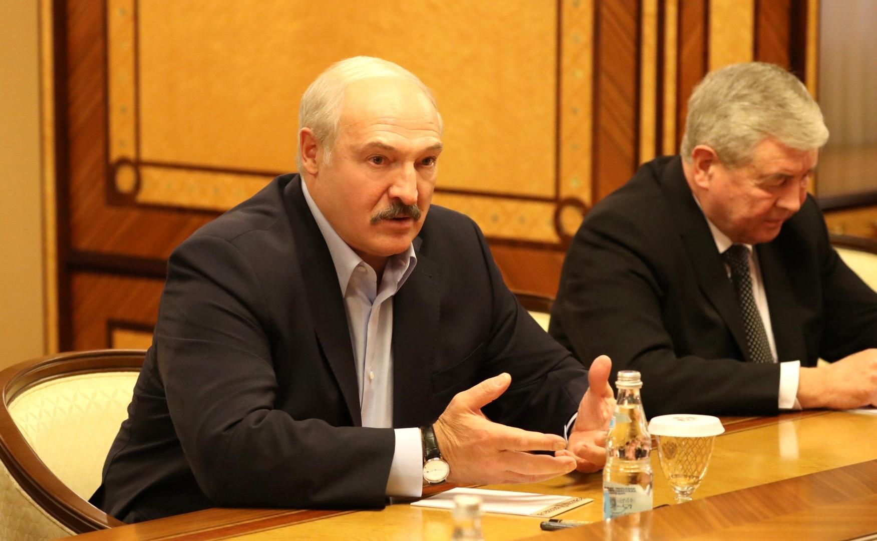Лукашенко поведал  опредложении В.Путина  восполнить  Минску $300 млн