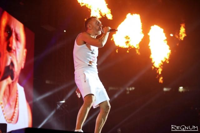 Сергей Шнуров на концерте