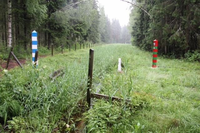Граница РФ и Финляндии в лесной местности