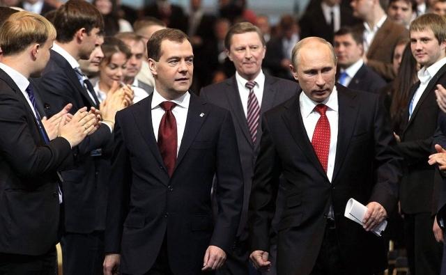 Дмитрий Медведев снова премьер-министр,  Владимир Путин-президент. 2012