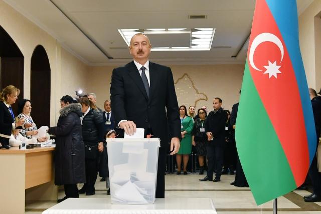 Проба на демократию: Азербайджан проигрывает Армении