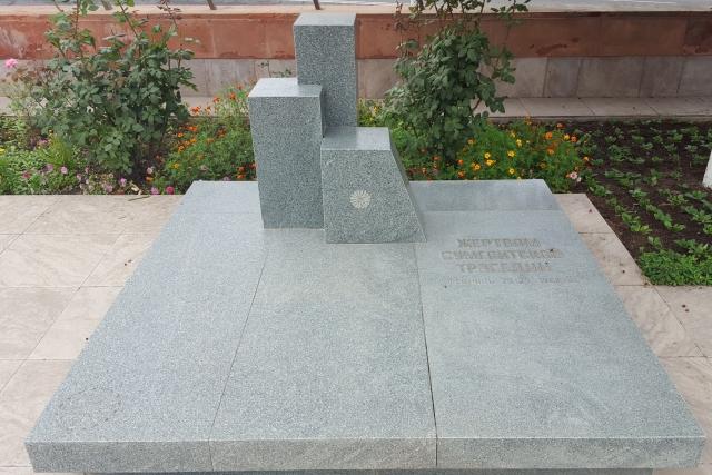 Памятник жертвам Сумгаитской трагедии в г. Степанакерт