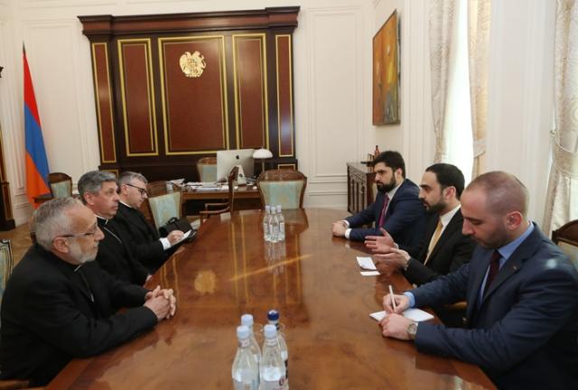 Вице-премьер Авинян и архиепископ Беттанкур обсудили возможность создания резидентной Апостольской нунциатуры в Армении