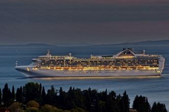 Круизное судно Grand Princess