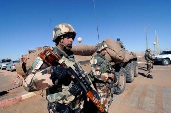 Солдаты алжирской армии