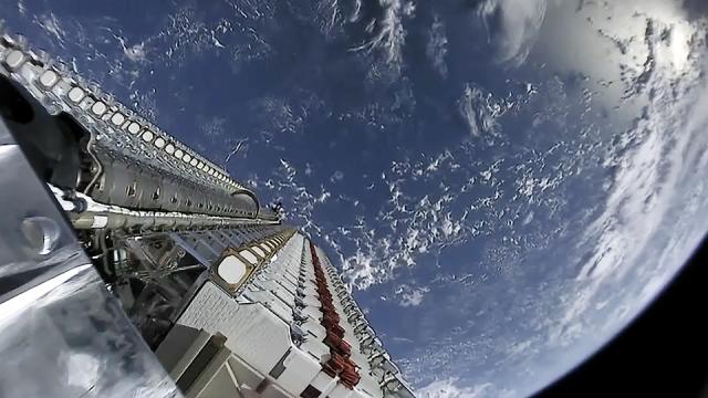 Спутники Starlink в пакете до отделения от разгонного блока