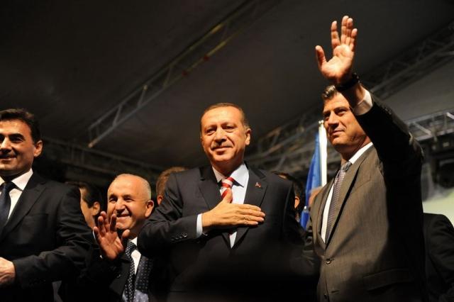 Президент Турции Реджеп Тайип Эрдоган и бывший командир ОАК Хашим Тачи (справа). 3 ноября 2010