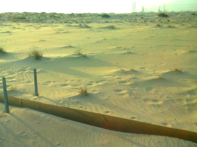 Нефтепровод в пустыне. Саудовская Аравия