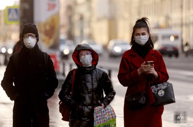 Граждане России в медицинских масках