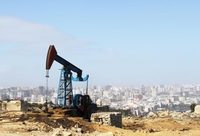 Добыча нефти. Баку. Азербайджан