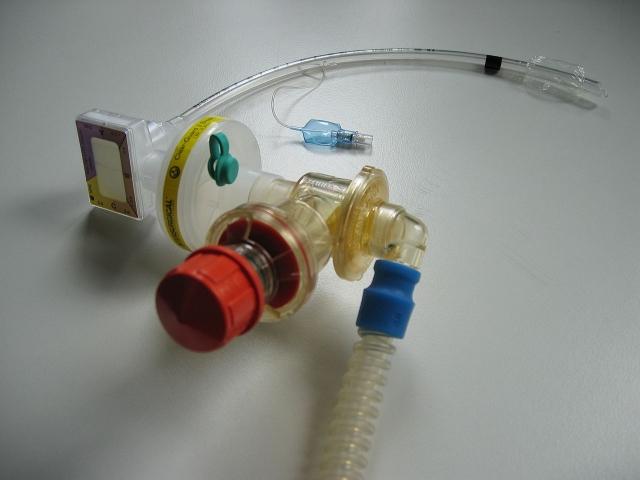 Труба от аппарата искусственной вентиляции легких