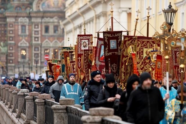 Молодежный крестный ход в Санкт-Петербурге