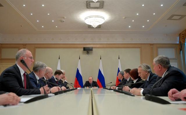 Совещание Владимира Путина с министрами и главами и руководителями нефтяных компаний